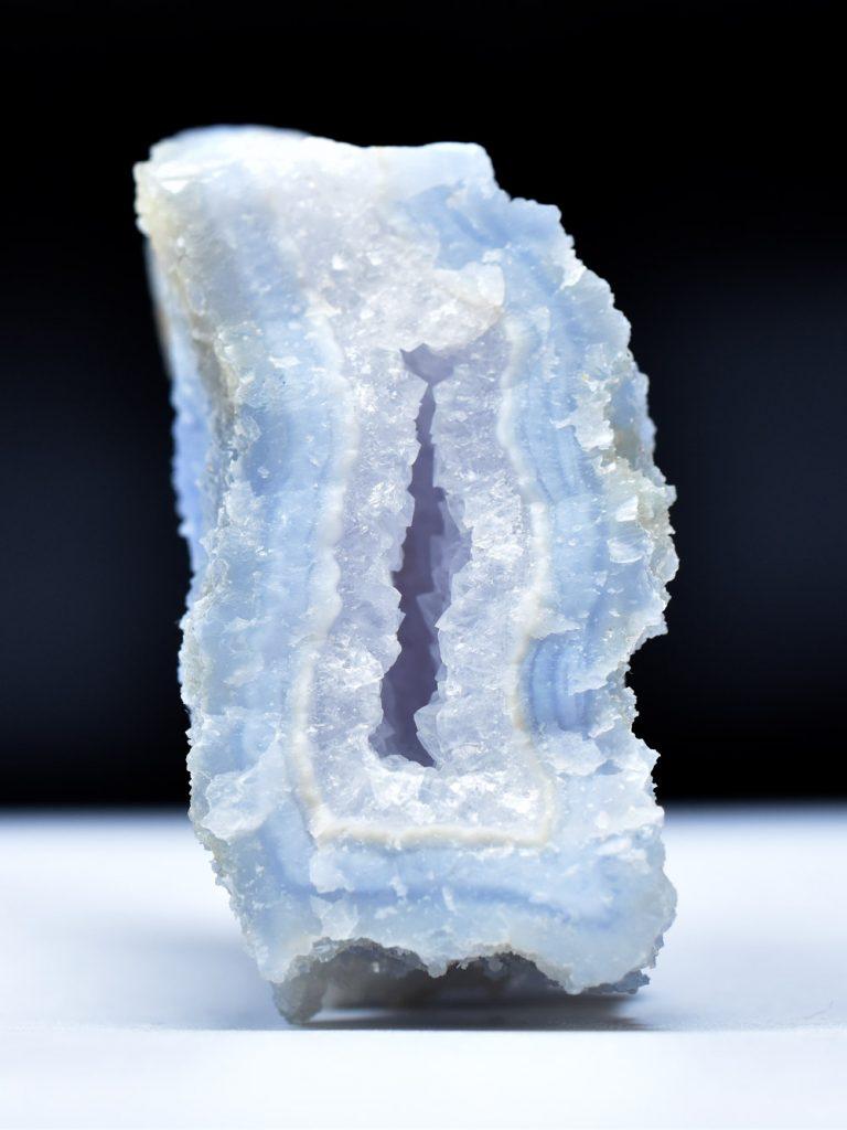 Colecţie de cristale agate albastre dantelate de vânzare în magazinul Dazurit.